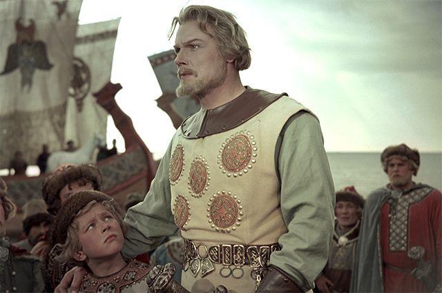 На снимке: Сергей Столяров в роли Садко и Б. Суровцев в роли Ивашки.