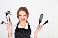 Среди низкооплачиваемых профессий - парикмахер.