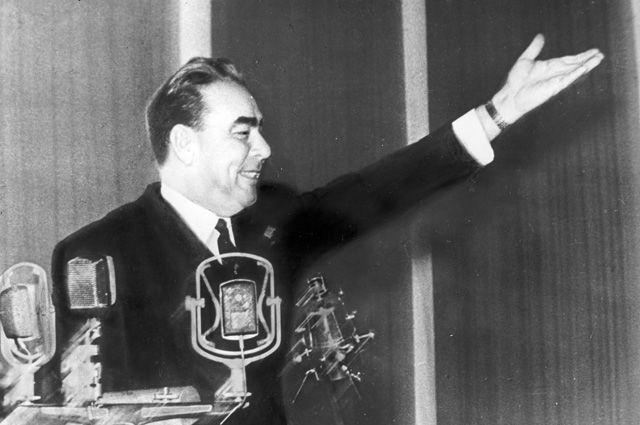 Леонид Брежнев в 1966 г.