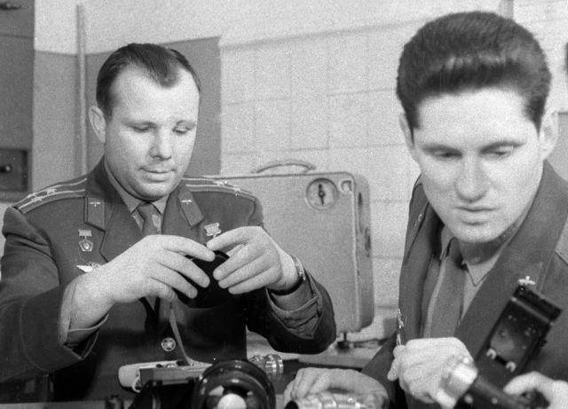 Юрий Гагарин и Борис Волынов.