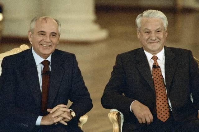 Михаил Горбачев и Борис Ельцин принимают участие в телемосте СССР — США, 1991 год.