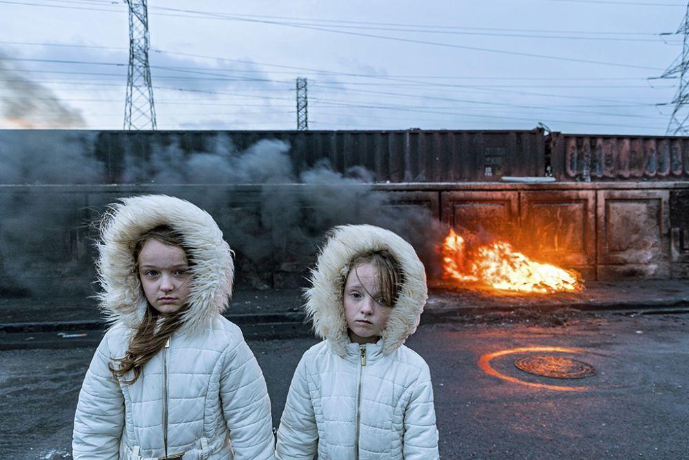 Третье место занял ирландский фотограф Джозеф-Филипп Бевиллар с портретом Кэтлин и Бриджет из общины кочевников