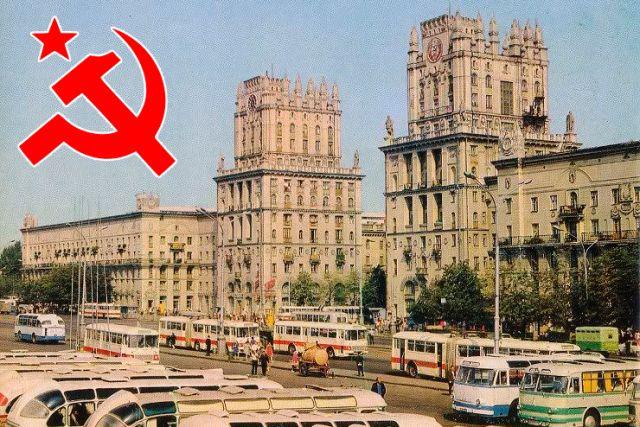 «Поговорим про настоящую жизнь после войны. Следы этой жизни и сейчас вокруг нас, стоит только оглянуться». На фото – Минск 70-х.