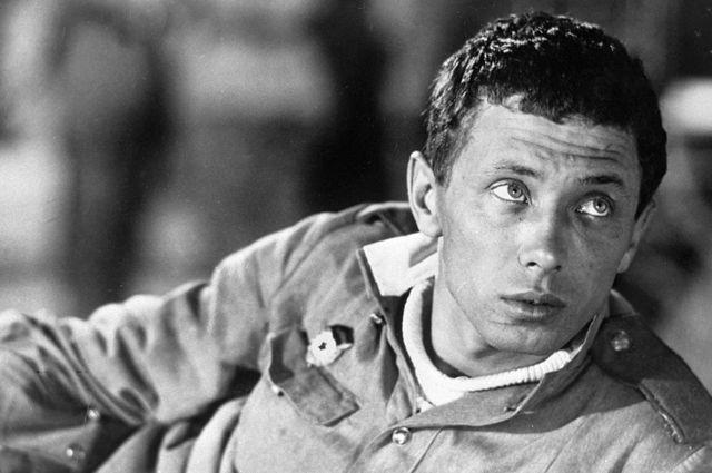 Олег Даль в роли Жени Колышкина в художественном фильме «Женя, Женечка и Катюша». 1966 год.