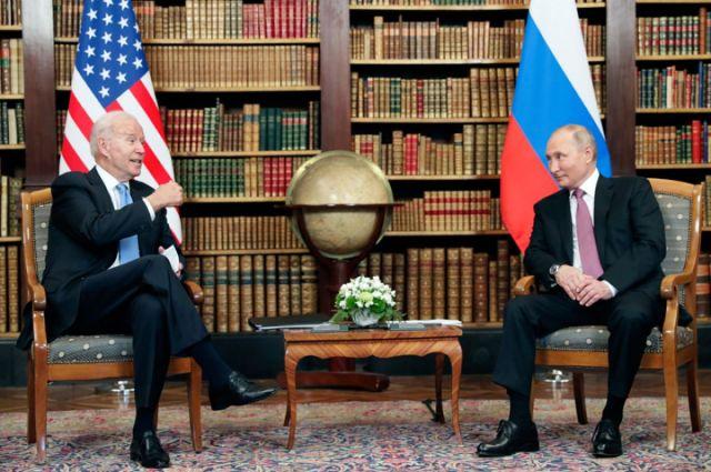 Ппрезидент США Джо Байден и президент РФ Владимир Путин во время встречи в Женеве на вилле Ла Гранж.