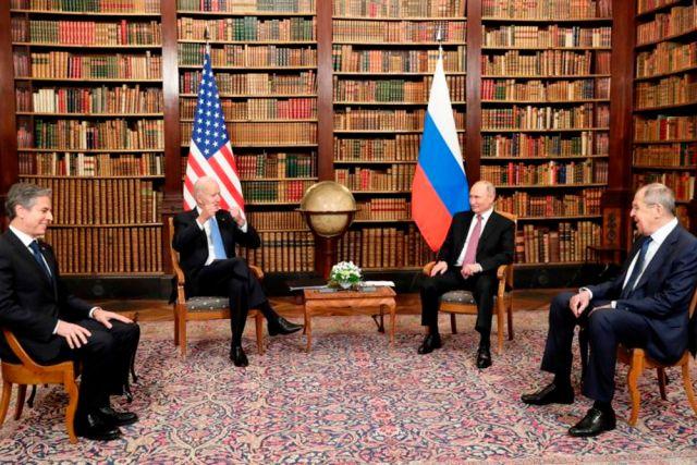 Госсекретарь США Энтони Блинкен, президент США Джо Байден, президент РФ Владимир Путин и министр иностранных дел РФ Сергей Лавров (слева направо).