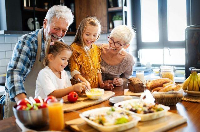В идеале дети и внуки должны приходить в дом родителей не потому, что обязаны, а потому что хотят прийти, потому что там всегда тепло, вкусно, уютно.