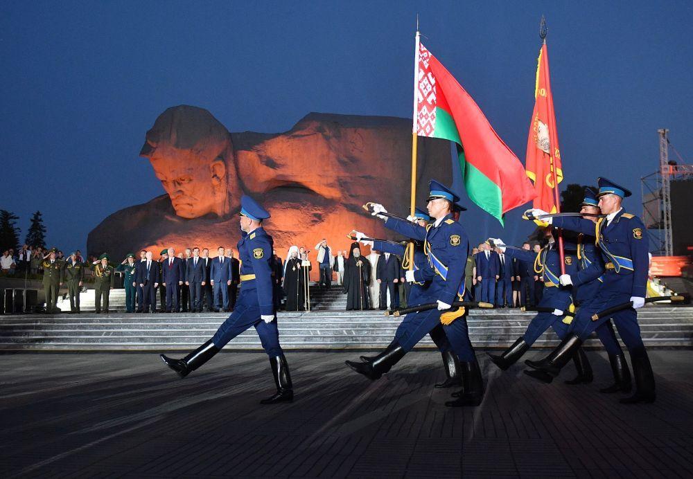 Знаменная группа во время мероприятий, посвященных началу Великой Отечественной Войне.