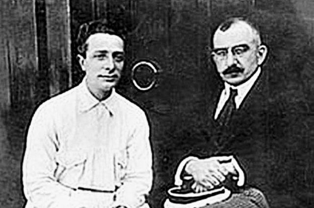 Борис Збарский и Владимир Воробьёв (справа), 1920-е гг.
