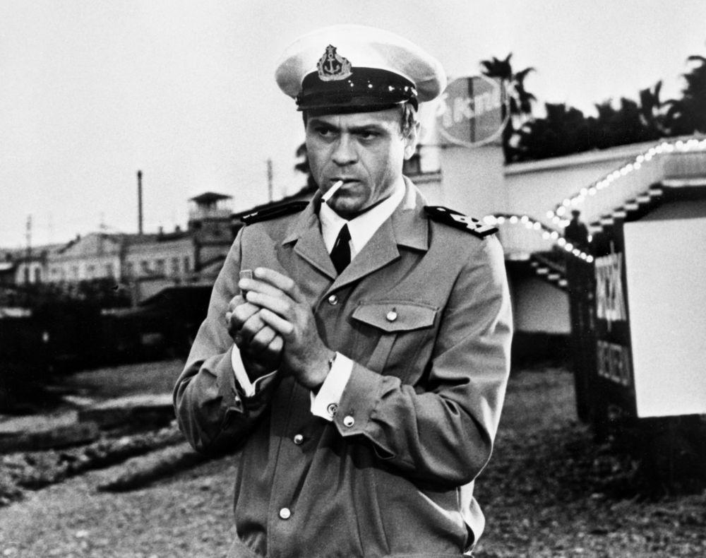 Владимир Меньшов в роли Мартьянова в кадре из фильма «Солёный пёс», 1973 год.