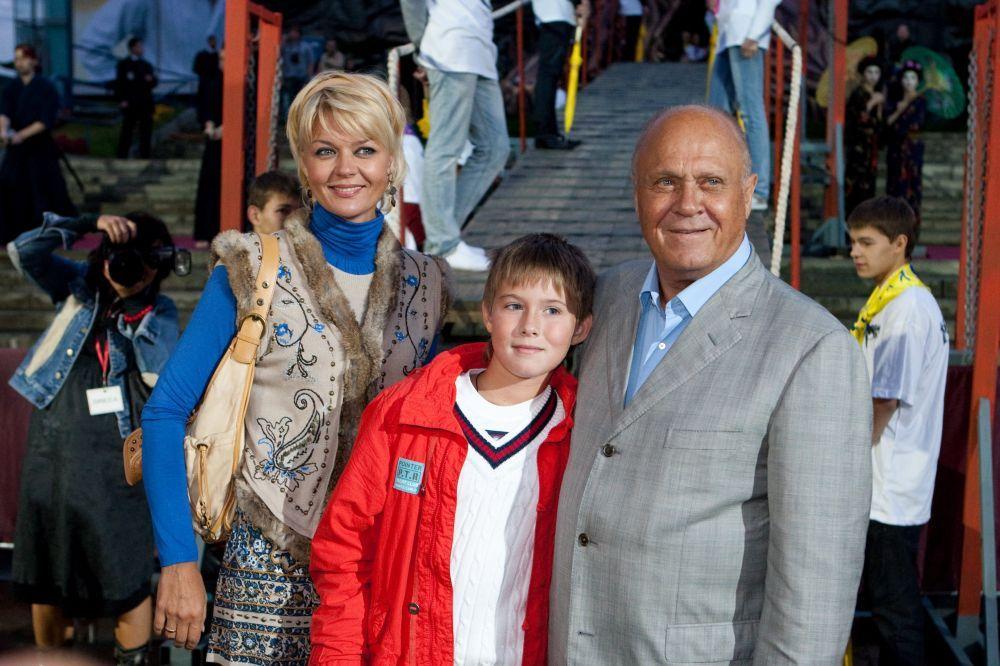 Владимир Меньшов с дочерью Юлией Меньшовой и внуком Андреем, 2009 год
