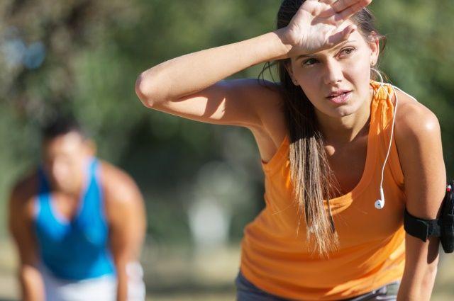 Лучше всего заниматься спортом рано утром, после заката или в тени.