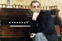 Композитор одним из первых ввёл в свою музыку звучание клавесина. 1984 год.
