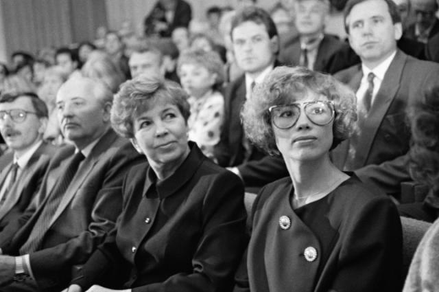 Михаил Сергеевич Горбачёв с супругой Раисой и дочерью Ириной. 1989 г.