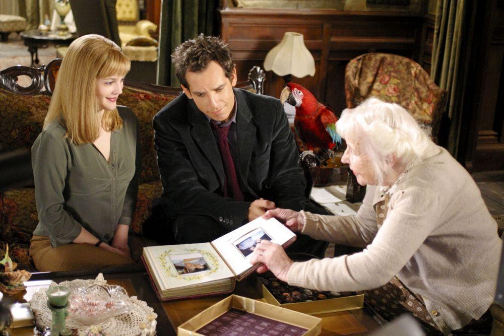 «Дюплекс» (2003) — чёрная комедия с Беном Стиллером и Дрю Бэрримор. Искрометный и остроумный фильм режиссёра Дэнни де Вито рассказывает о противостоянии молодой пары и пожилой женщины, которая на первый взгляд кажется милой старушкой