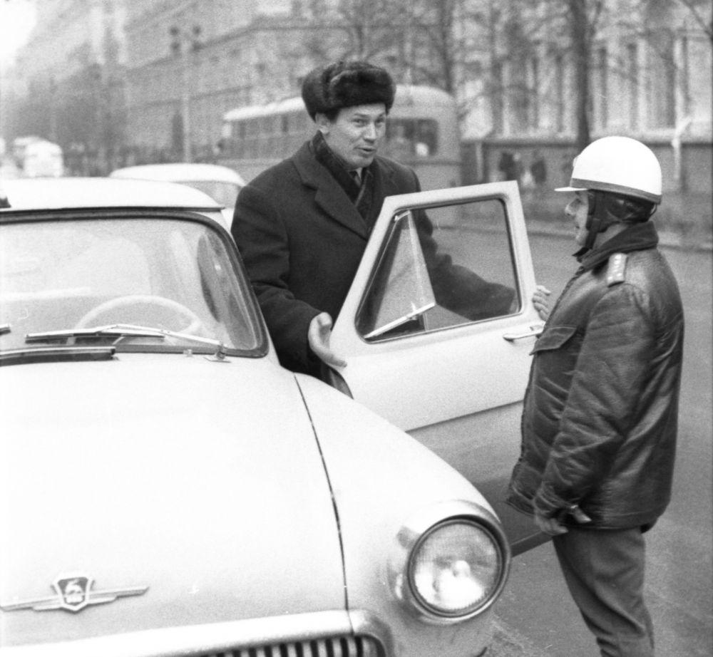 Чемпион мира и Олимпийских игр по вольной борьбе Александр Медведь (1971 год). На «Волге» красовался номер 0007. Три нуля — в честь трёх побед на Олимпиадах. Семёрка — в честь семи побед на чемпионатах мира